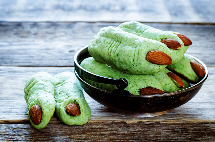 Halloween witch's fingers breadsticks